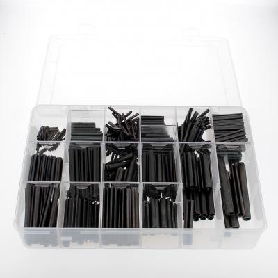 Låda med sorterade elastiska skårade styrpinnar av svart stål Din 1481